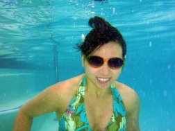 See, I even wear my sunglasses under water! Hahahaha!