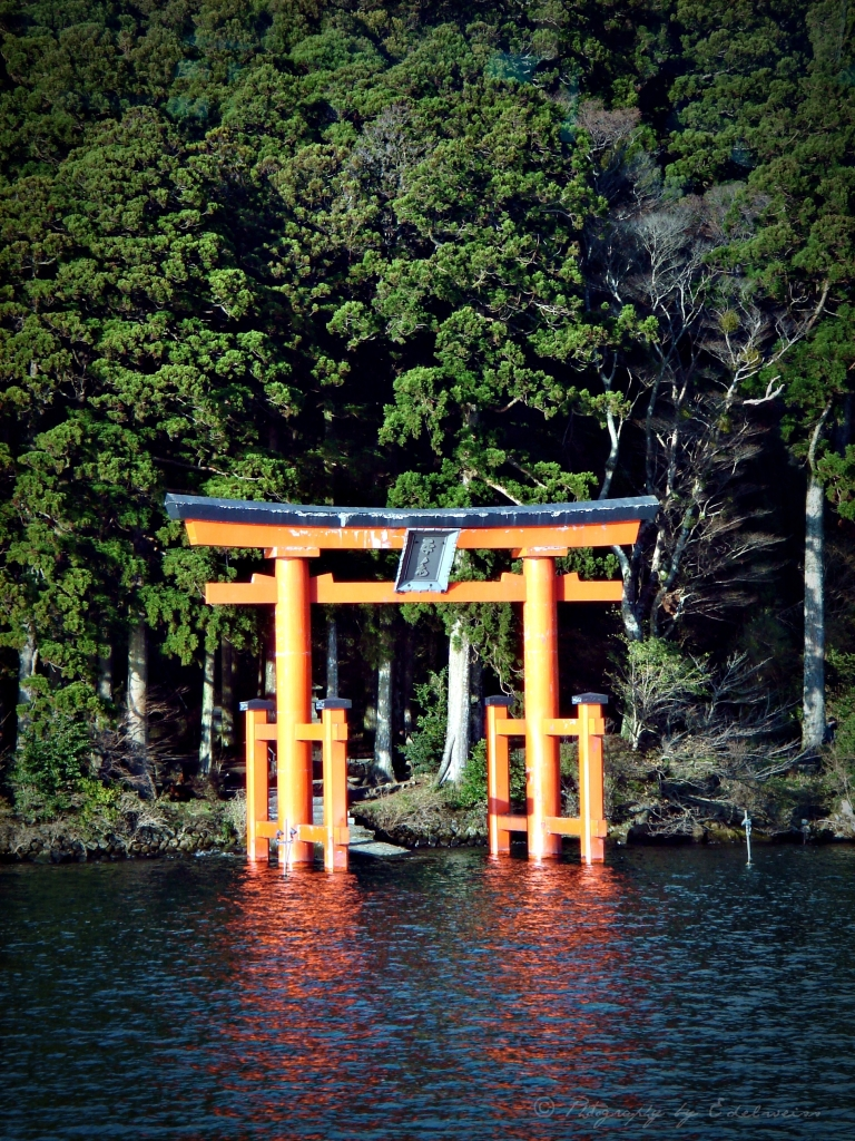 _Torii_Hakone_Shrine_2_sig