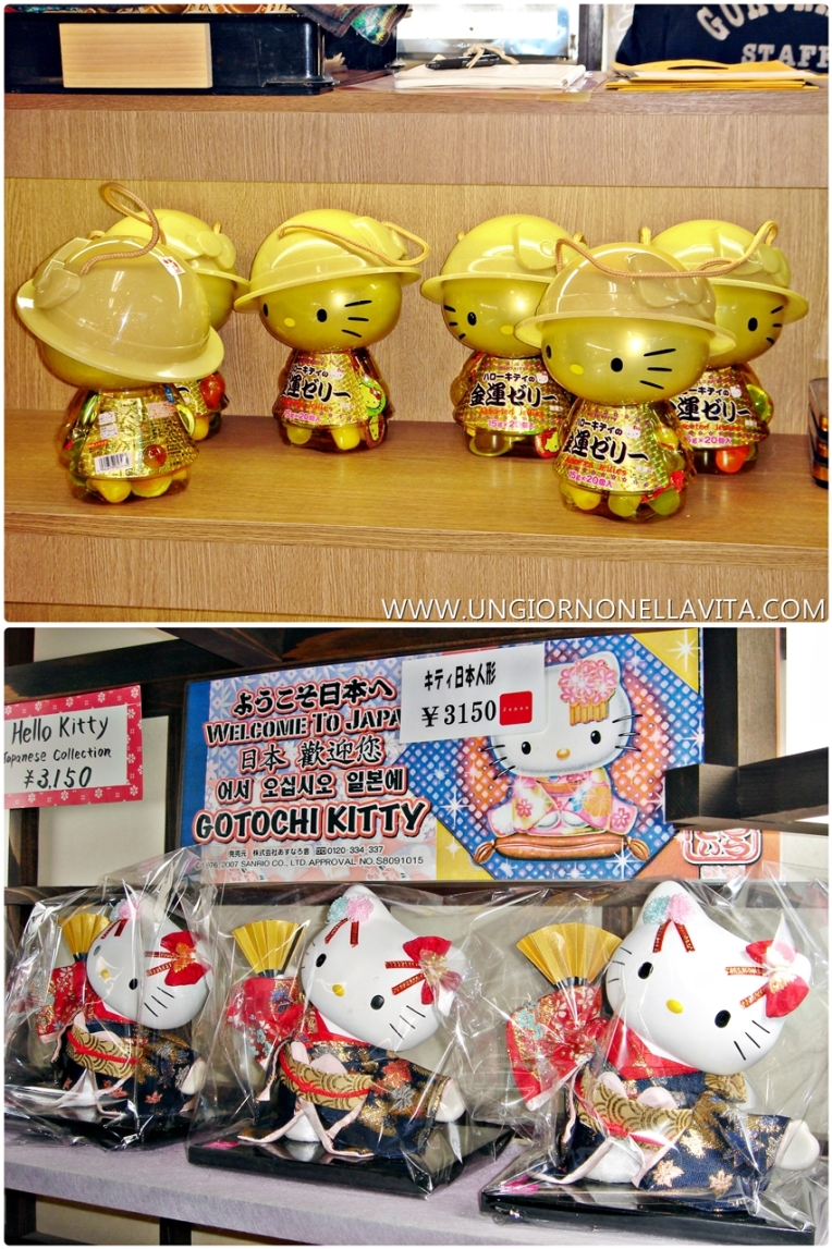One of the highlights of my day was finding some awesome Hello Kitty stuff to add to my collection. I was debating whether to buy the one pictured above but I certainly bought the HK pictured below and a kuro tamago Hello Kitty mug :D.