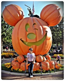 Photo op with my favorite decoration at Disneyland! :D