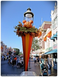 This is my second favorite Halloween decoration at Disneyland.